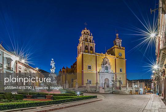Our Lady of Guanajuato church in Plaza de la Paz at dawn, Guanajuato, Guanajuato, Mexico