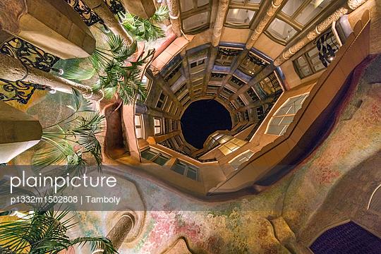 Casa Milà bei Nacht - p1332m1502808 von Tamboly