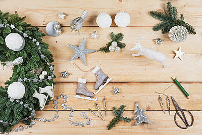 Advent wreath decoration items, self-made advent wreath with real fir tree green, DIY, glitter deer, snow ball candles, skates, birds, Christmas baubles, vintage icicles, wire, stars, scissors, fir cone - p300m1581594 by Gaby Wojciech