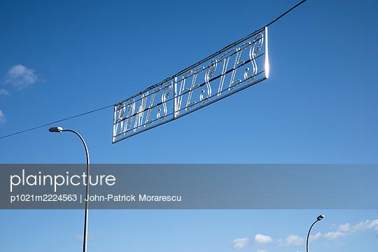 p1021m2224563 by John-Patrick Morarescu