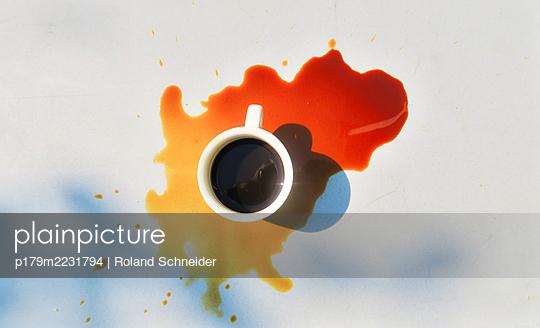 Spilled coffee - p179m2231794 by Roland Schneider