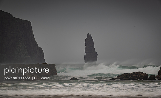 Am Buachaille sea stack at dawn, Sandwood Bay, Sutherland, Scotland, United Kingdom - p871m2111551 by Bill Ward