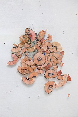 Pencil waste - p1027m1481003 by Carola Björk