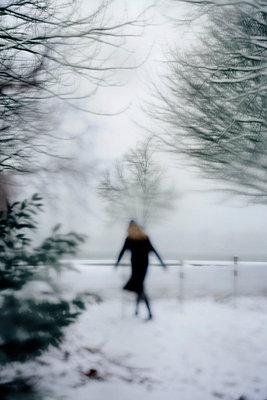 Walking in winter - p2481039 by BY