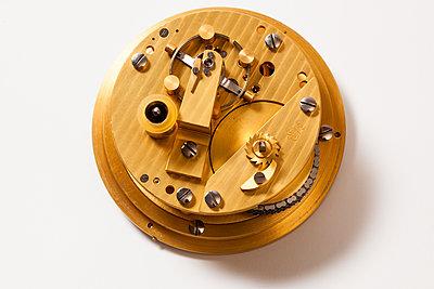 Uhrwerk - p842m1553156 von Renée Del Missier