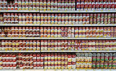 Supermarkt in New York (Hello Andy!) - p627m1035377 von Christian Reister