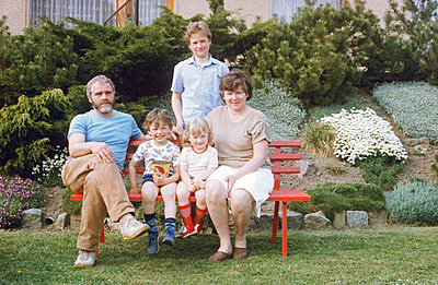 Germany, Family on a bench in the GDR - p986m2224000 by Friedrich Kayser