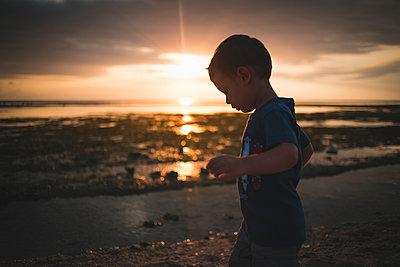 Little Boy Sunset - p1290m1171572 by Fabien Courtitarat