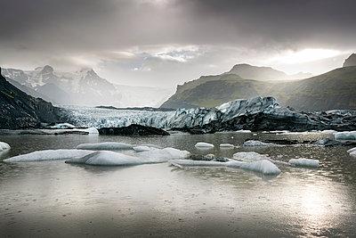 Iceland, South of Iceland, Breidarlon, Joekulsarlon glacier lake - p300m2024192 von Dirk Moll
