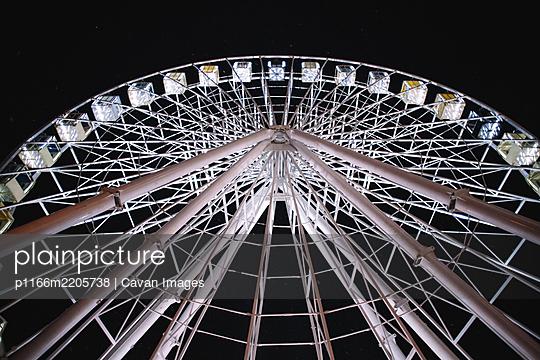 Illuminated Ferris wheel in city during night - p1166m2205738 by Cavan Images