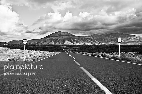 Rural road in Lanzarote - p913m1466234 by LPF