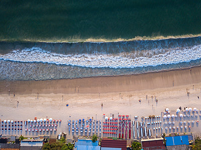 Indonesia, Bali, Aerial view of Jimbaran beach, Restaurants at the beach, from above - p300m2042466 by Konstantin Trubavin