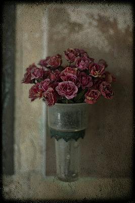 Funeral flowers - p1028m1048183 by Jean Marmeisse