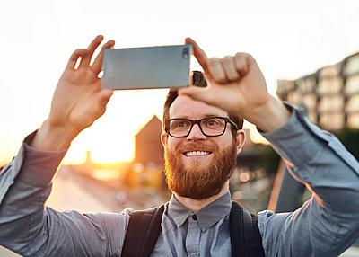 Selfie - p1124m1176677 von Willing-Holtz