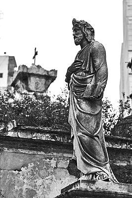 Sculpture in a graveyard, Buenos Aires - p1686m2288530 by Marius Gebhardt