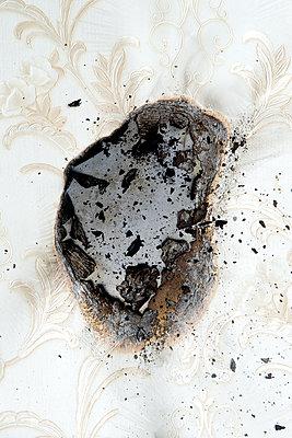 Verbrannte Tapete - p451m1564530 von Anja Weber-Decker