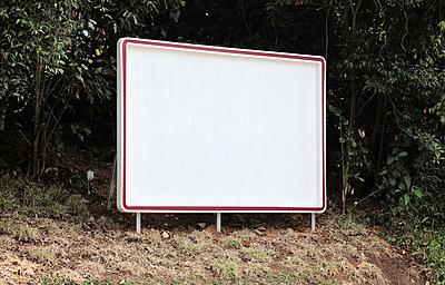 Leere Werbefläche - p664m900888 von Yom Lam