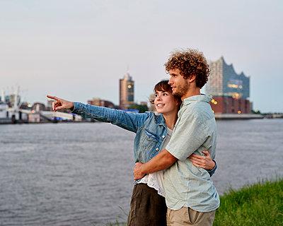 Paar an der Elbe - p1124m1150181 von Willing-Holtz
