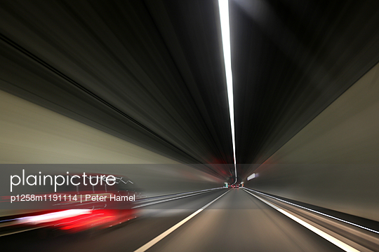 Autobahntunnel - p1258m1191114 von Peter Hamel