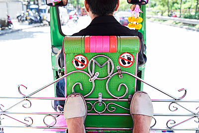Thailand, Bangkok, feet of a traveler and forbidden sign inside a tuk tuk - p300m1536161 by Ivan Gener Garcia