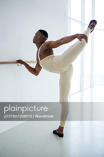 Ballerino practicing ballet dance  - p1315m1228015 by Wavebreak