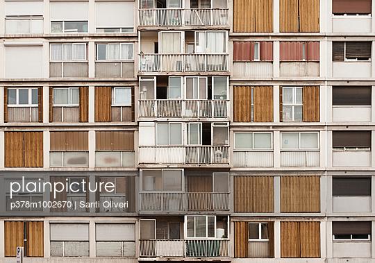 Ramshackle building facade - p378m1002670 by Santi Oliveri