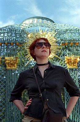 Woman with sunglasses - p0860025 by Maik Beimdieck