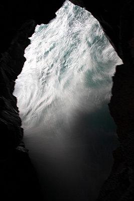 Hole in the rocks - p1021m856295 by John-Patrick Morarescu