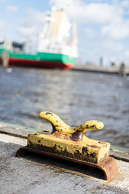 Harbour of Hamburg - p1076m1004548 by TOBSN