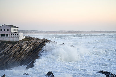 Waves crashing into rocky shore - p1124m1564793 by Willing-Holtz