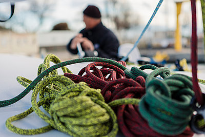 Various ropes on sailing boat - p1150m1539914 by Elise Ortiou Campion