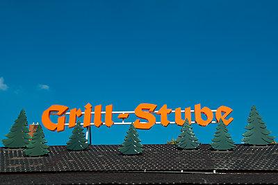Grill-Stube - p451m1487113 von Anja Weber-Decker