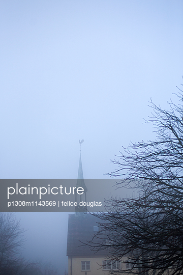 Kirche im Nebel - p1308m1143569 von felice douglas