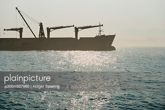 China, Hong Kong, container ship in the back light on the way to Lamma Island - p300m927980 by Holger Spiering