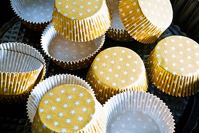 Backförmchen aus Papier - p1149m2145264 von Yvonne Röder