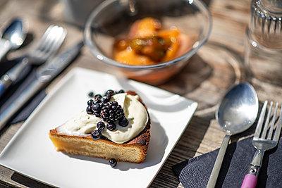 Kuchen mit Beeren - p1007m2134143 von Tilby Vattard