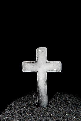 Eisiges Kreuz - p451m889482 von Anja Weber-Decker