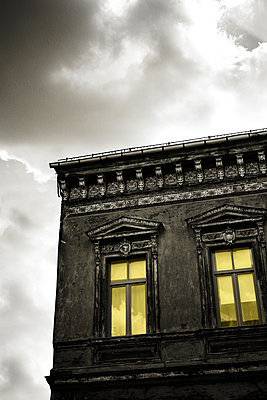 Facade of an old house - p975m2284986 by Hayden Verry