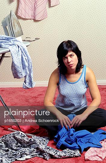 Sechs Blusen bügeln - p1650203 von Andrea Schoenrock