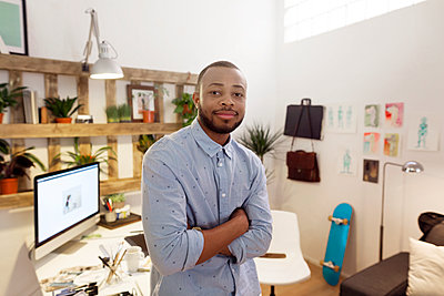 Portrait of confident male illustrator standing arms crossed in creative office - p1166m1142900 by Cavan Images