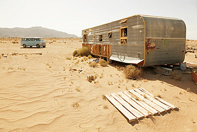 Old Caravan - p214m1008229 by hasengold
