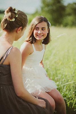 Gespräch unter Freundinnen - p946m815527 von Maren Becker