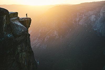 USA, California, Yosemite National Park, Tourist looking at scenic view - p1166m1088051f by Joel Bear Studios