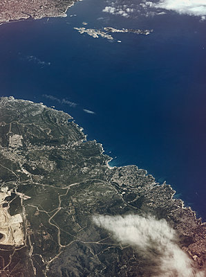 Aerial view of shore landscape - p1342m1332633 by Sebastian Burgold