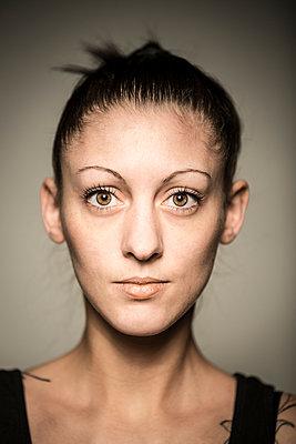 Portrait - p552m891906 by Leander Hopf