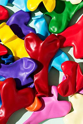 Colourful balloons - p1423m2064419 by JUAN MOYANO