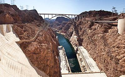 Hoover Dam Talsperre ist die Grenze zwischen Nevada und Arizona - p1525m2087423 von Hergen Schimpf