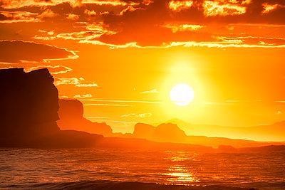 UK, Scotland, East Lothian, Seacliff at sunset - p300m2030278 by Scott Masterton