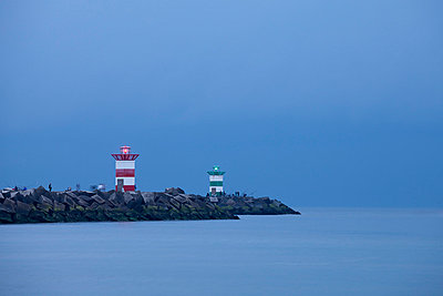 Netherlands, South Holland, The Hague, Scheveningen, Lighthouse in the evening - p300m998478f by Wilfried Wirth