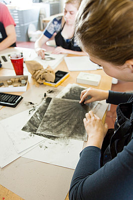 Art students drawing with charcoal - p62319519f by Frederic Cirou